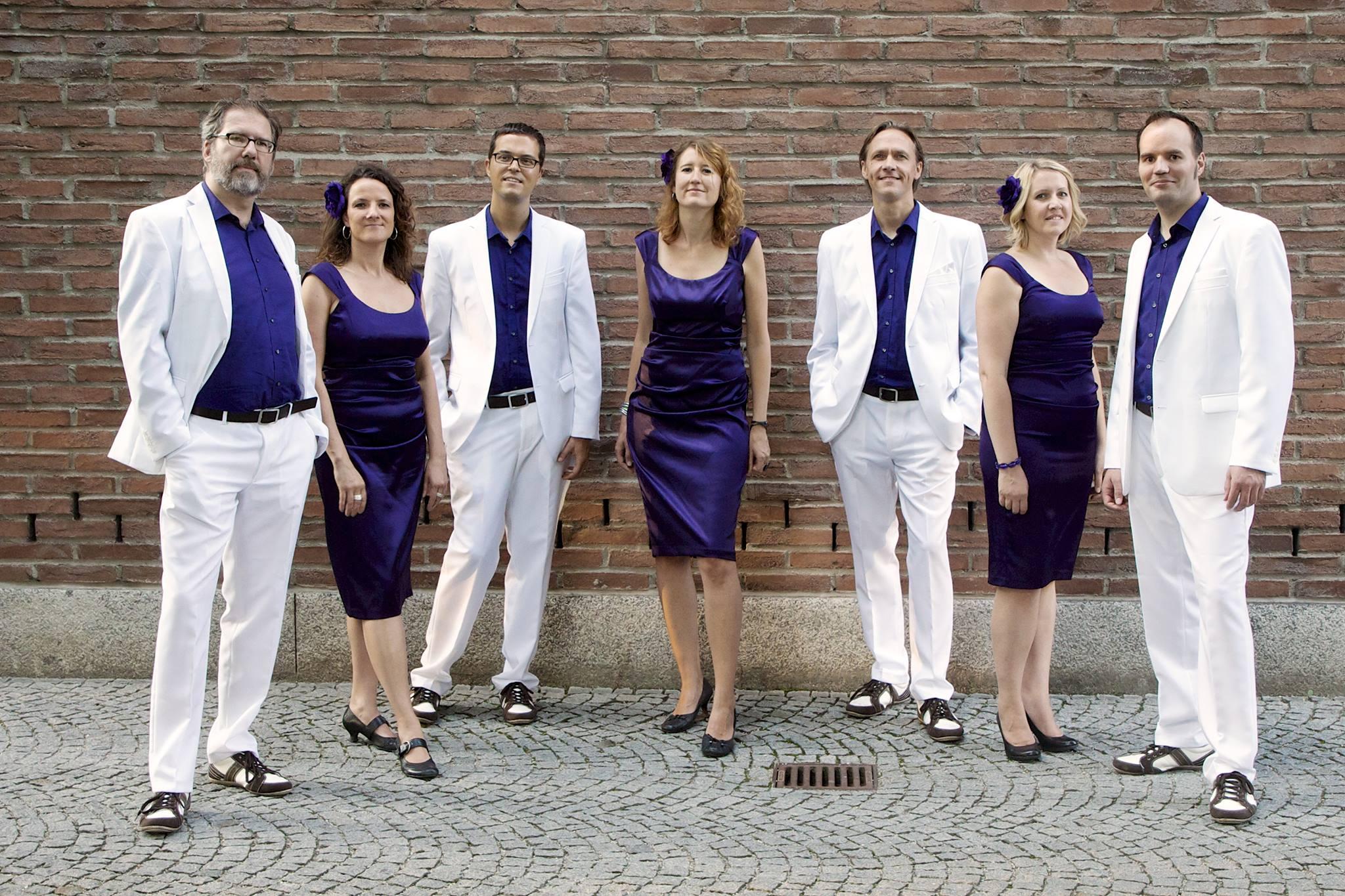 die siebenköpfige A-cappella-Gruppe bar nineteen